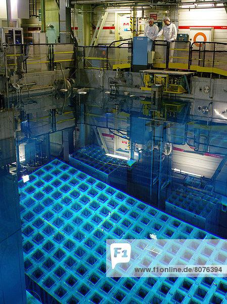 gebraucht einsteigen senden Kälte französisch Gebäude Benzin Atomkraftwerk Elektrizität Strom