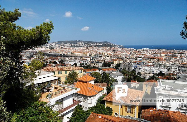 'Nice (06) 2007/07/01 General view of the city's rooftops in the district of ''Parc Imperial''. The Mediterranean Sea in the background'