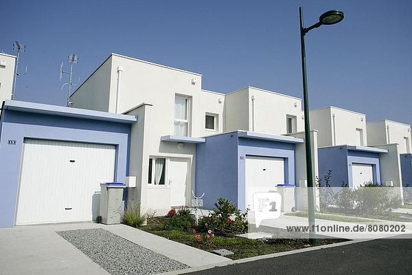 Wohngebäude Gebäude Straße Architektur Ansicht Natürlichkeit Ortsteil