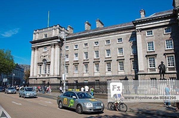 Dublin Hauptstadt Europa Straße grün frontal Mittelpunkt Hochschule Irland Straßenverkehr Universität