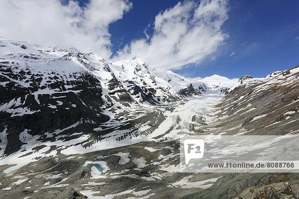 Blick von Kaiser-Franz-Josefs-Höhe über Pasterze-Gletscher mit Großglockner  links  und Johannisberg