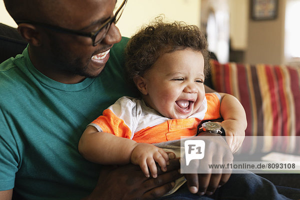 lachen  Couch  Menschlicher Vater  Baby