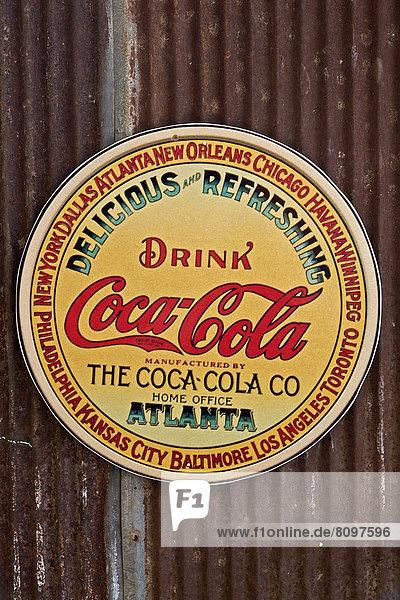 Nostalgisches Werbeschild der Firma Coca Cola Nostalgisches Werbeschild der Firma Coca Cola