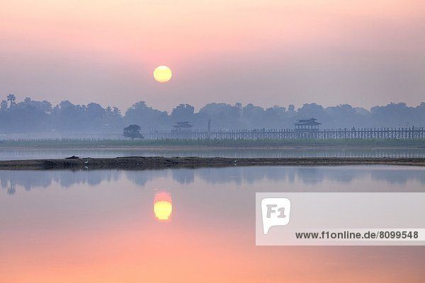 über  Sonnenaufgang  See  Brücke  Myanmar  Amarapura  Asien