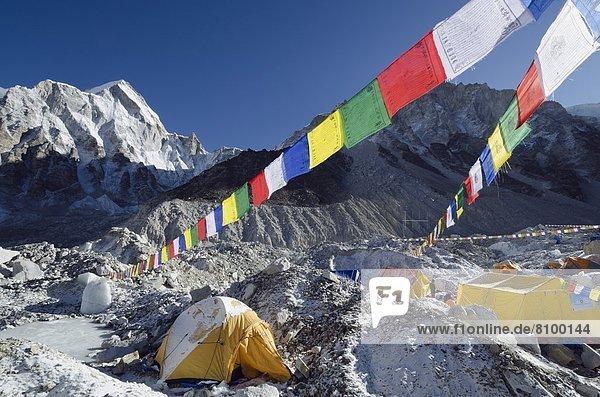 camping  Fahne  Himalaya  Mount Everest  Sagarmatha  UNESCO-Welterbe  Asien  Nepal  Gebet