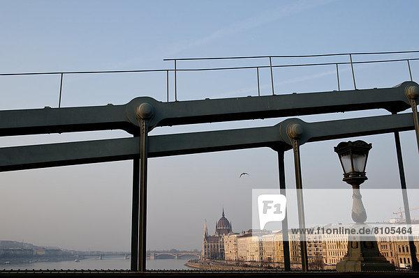Budapest  Hauptstadt  Brücke  Parlamentsgebäude  Ansicht  Ungarn
