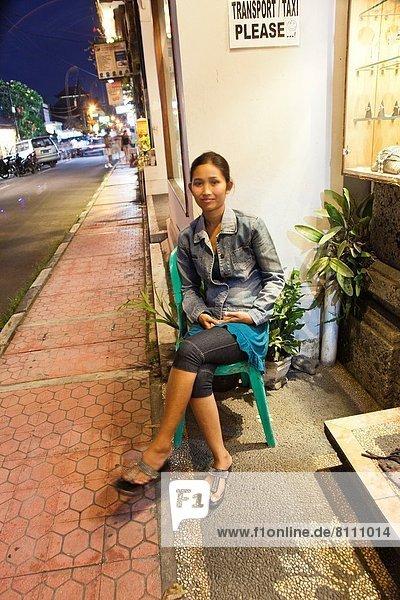 Portrait  Laden  Mädchen  Indonesien  Ubud