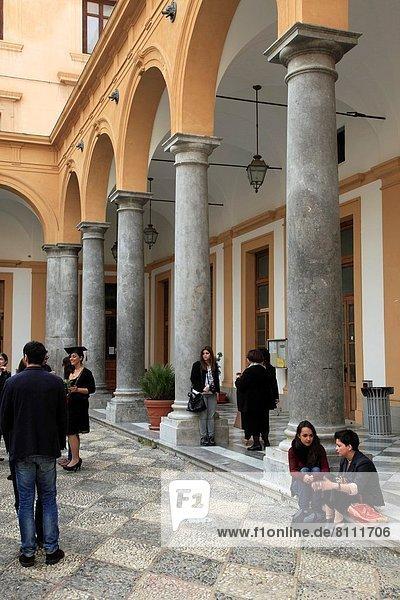 Student  Veranda  Italien  Palermo  Sizilien  Universität