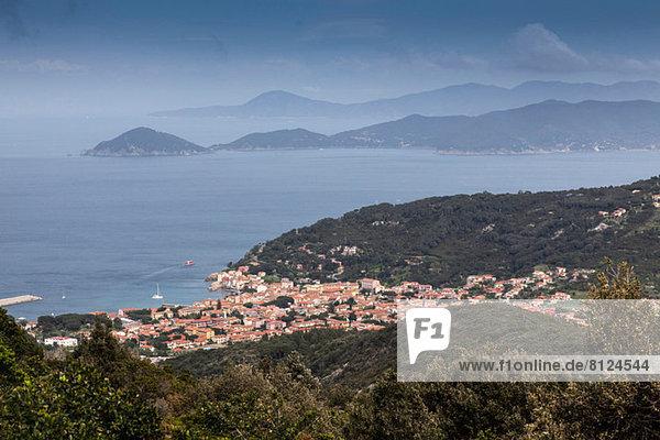 Fernsicht auf die Stadt Marciana  Insel Elba  Italien
