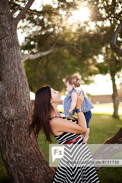 Porträt der Mutter mit der kleinen Tochter