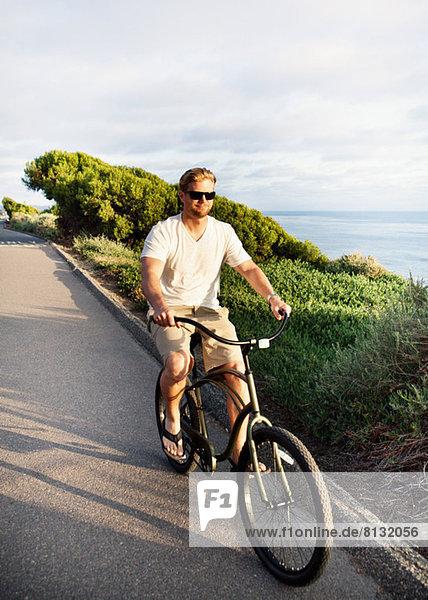 Mann auf dem Fahrrad