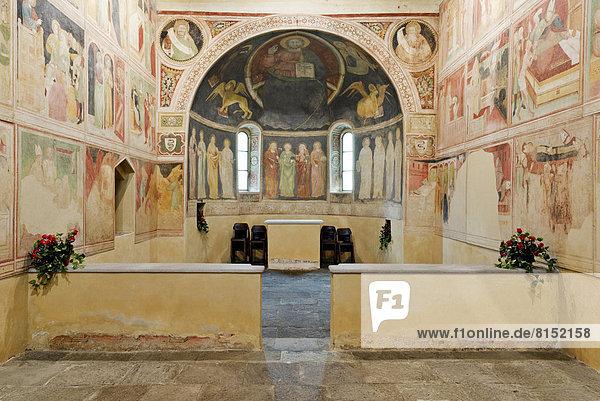 Oratorio Visconteo di Albizzate  1380  mit Fresken  Symbole der vier Evangelisten  Apsis Majestas Domini