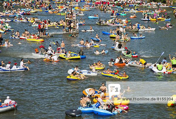 '''Nabada''  ein traditioneller Wasserumzug auf der Donau am Schwörmontag'