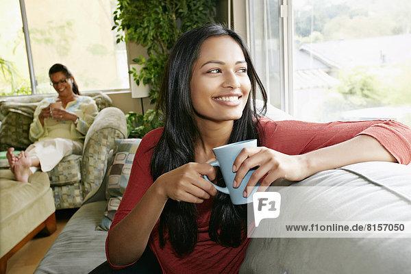Frau  Tasse  Couch  Indianer  Kaffee