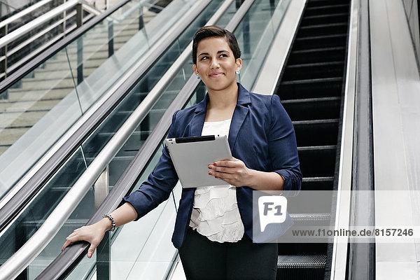 benutzen  Geschäftsfrau  Computer  Hispanier