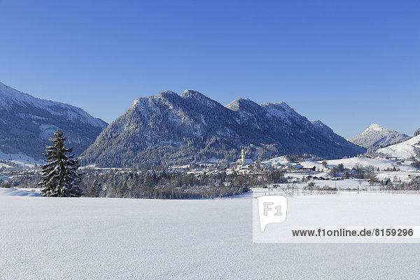 Deutschland  Bayern  Blick auf das Dorf Pfronten