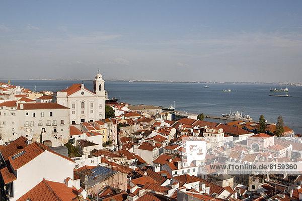 Portugal  Lissabon  Blick auf die Kirche Santo Estevao am Fluss Tajo