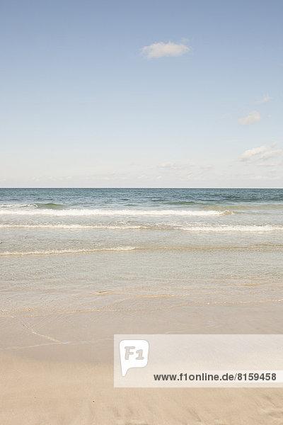 Spanien  Blick auf das Meer am Strand