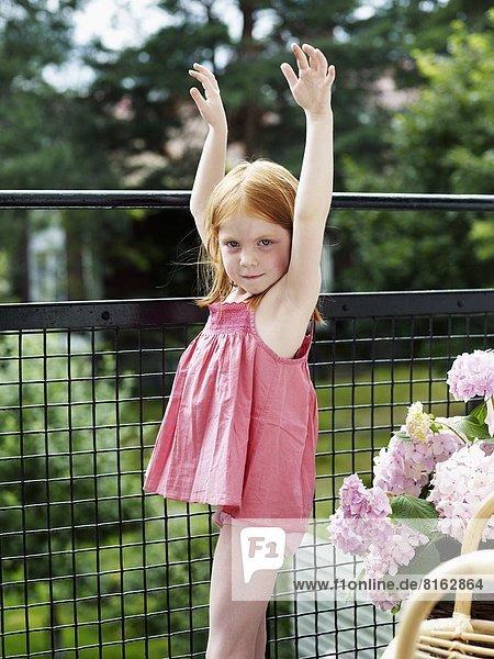 stehend  Balkon  Mädchen
