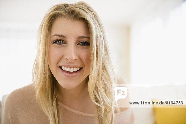 Portrait schöne Frau lächelnd