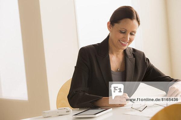 Frau  arbeiten  reifer Erwachsene  reife Erwachsene