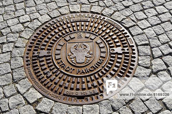 'Gullydeckel mit Wappen und Aufschrift ''Stadt Parchim'''