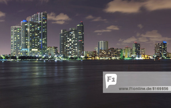 Skyline von Miami am Abend