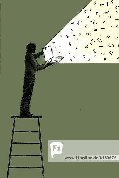 Zahlen kommen aus einem Laptop gehalten von einem Mann auf einer Leiter