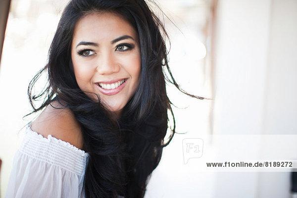 Nahaufnahme Porträt einer jungen Frau