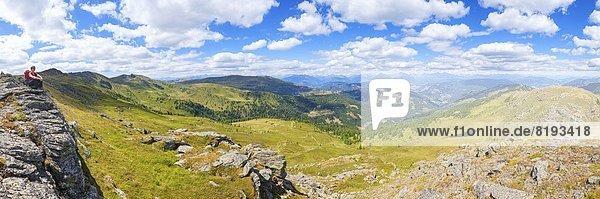 Frau beim Bergwandern  Lungauer Nockberge  Salzburger Land  Österreich  Europa