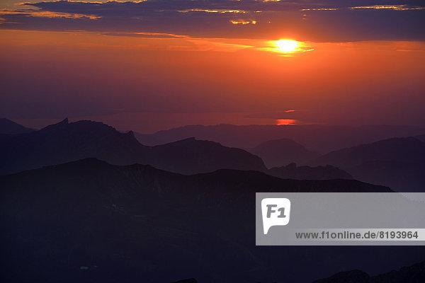 Sonnenuntergang über den Allgäuer Bergen  hinten der Bodensee