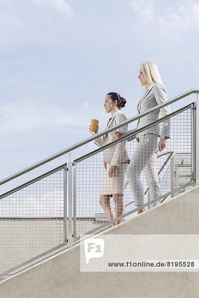 Stufe  Geschäftsfrau  Himmel  Bewegung  Ansicht  Seitenansicht