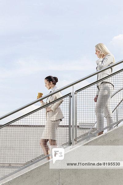 Stufe  Profil  Profile  Zusammenhalt  Geschäftsfrau  Himmel  Bewegung  schießen