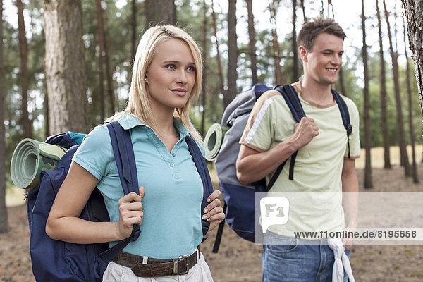 Frau , Mann , Schönheit , Wald , jung , trekking
