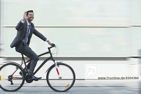 Geschäftsmann auf dem Fahrrad Geschäftsmann auf dem Fahrrad
