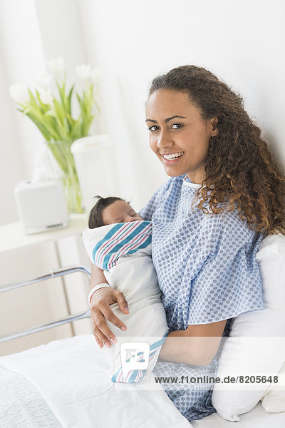 Neugeborenes  neugeboren  Neugeborene  Krankenhaus  Hispanier  halten  Mutter - Mensch