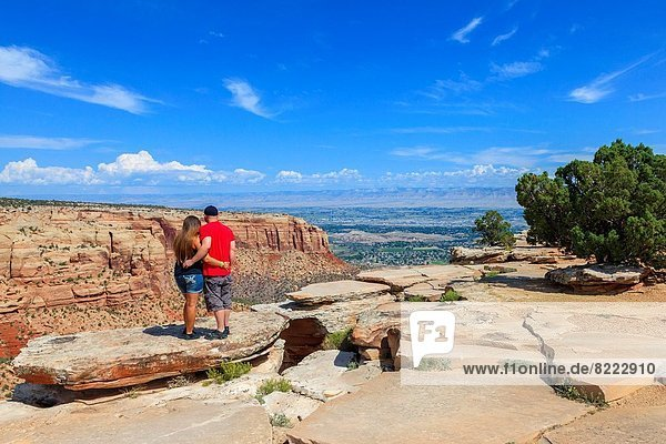 Vereinigte Staaten von Amerika  USA  Kälte  Anschnitt  stehend  Frau  Mann  Stein  Fotografie  nehmen  Tal  Monument  Dorf  Ansicht  Fenstersims  zeigen  Colorado  Mesa