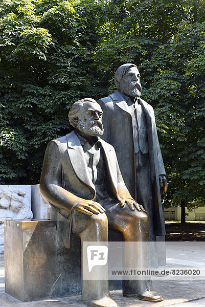 Bronzefiguren von Karl Marx und Friedrich Engels  Marx-Engels-Forum