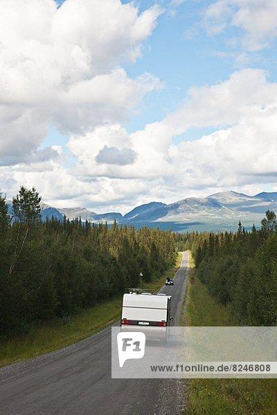 Karawane  Auto  Fernverkehrsstraße  Campingwagen