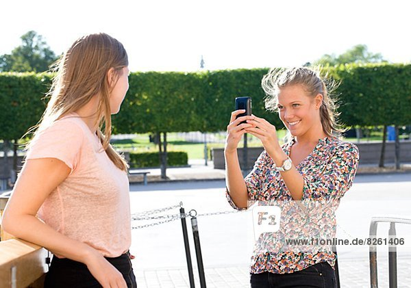 Frau  Fotografie  nehmen  Telefon  jung  Handy