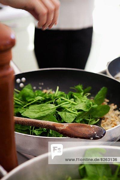 Vorbereitung  Salat  Spinat