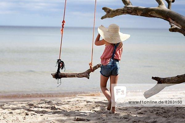 Strand  Hut  Kleidung  Strohhut  Stroh  Mädchen