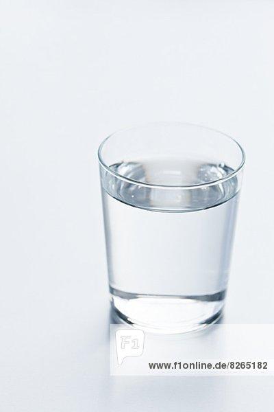 Wasser  Glas  schießen  Studioaufnahme