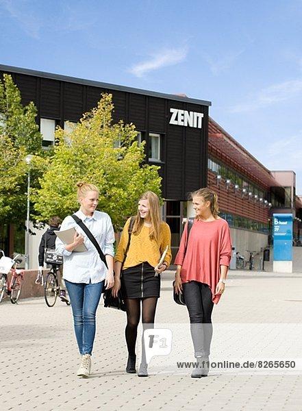 Außenaufnahme  Gebäude  Student  Universität