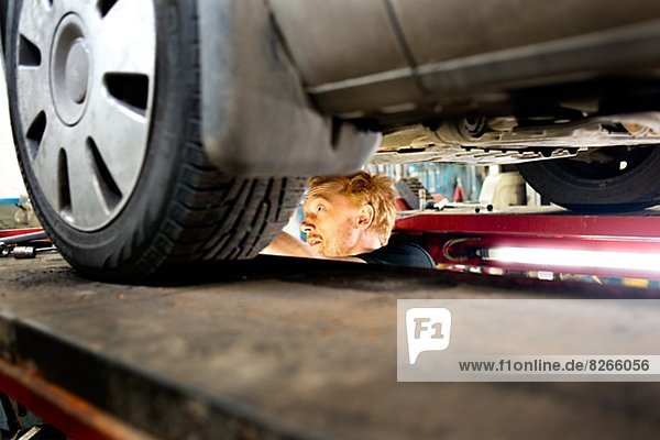 Garage  Mechaniker