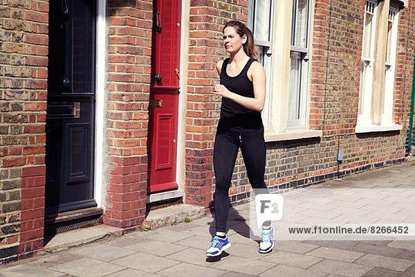 Frau  Kleidung  joggen  jung  Sport
