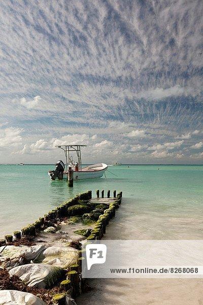 A damaged pier and a boat on Isla Mujeres Island  Cancun  Quintana Roo  Yucatan Peninsula  Mexico.