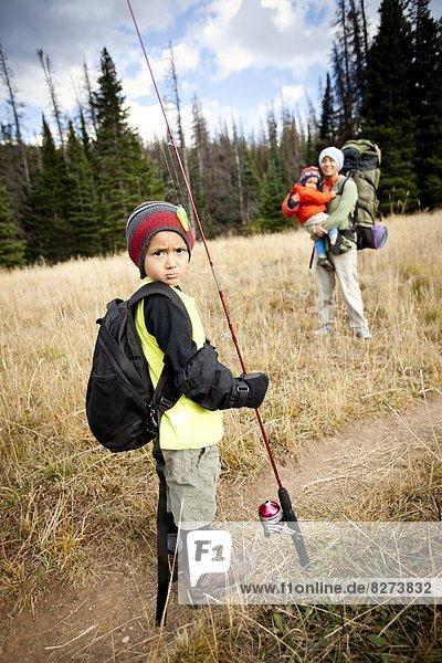 Junge - Person  Stange  angeln