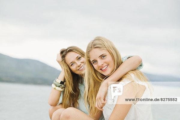 Porträt von lächelnden Frauen im Freien
