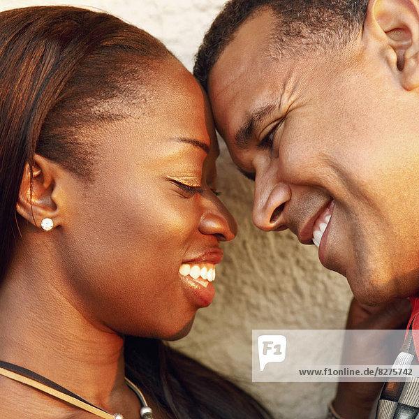 Nahaufname von einem Paar lächelnd